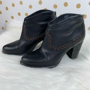 Ugg Western Style Black Leather Ankle Booties